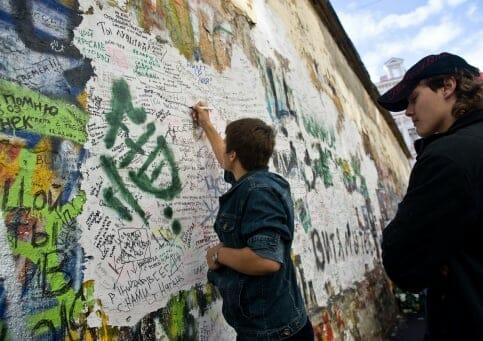 Реставрацию стены Цоя наАрбате завершат к21июня 2017г.