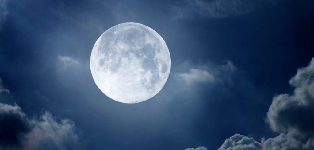 Ночью в Питере можно было наблюдать суперлуние