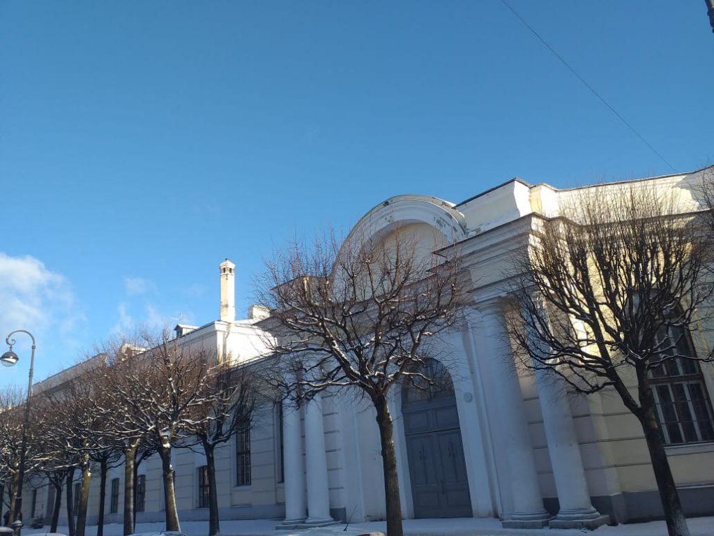 здание СКА с улицы
