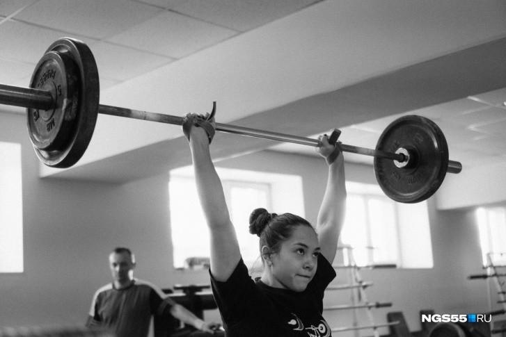 С нуля приходить в тяжёлую атлетику сложнее